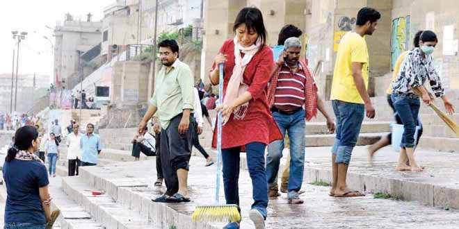 #WomenInSwacch: Meet The Woman Who Cleaned Varanasi's Filthy Ghats