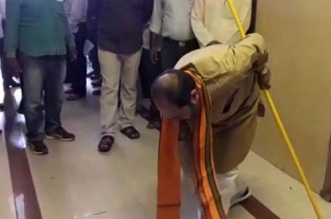 UP Minister Abides By Swachh Pledge, Sweeps Office In State Legislature