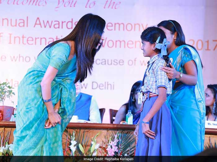 Suchitra being awarded by the Delhi Commission For Women