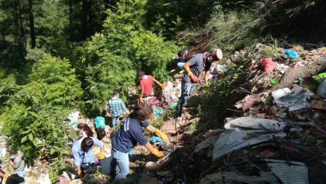 Healing-The-Himalayas-These-Manali-Trekkers-Are-On-A-Swachhta-Spree-To-Save-Himalayan-Rivers