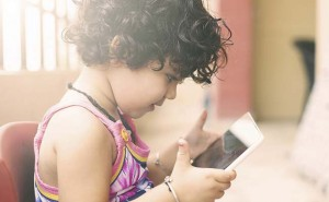 Mobile Phones Causing Presbyopia At An Early Age, Say Doctors