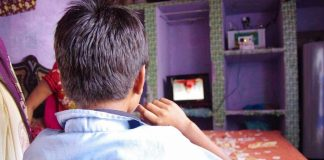"""India's First Solar Satellite Television Service Brings """"Magic"""" To Villages"""