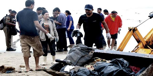 Hundreds of Mumbaikars are volunteering to clean up Mumbai's beaches after Ganesh Chaturthi