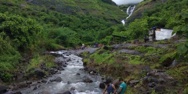 Mumbaikars Save This Dying Waterfall In Maharashtra, Removes 2.5 Tonnes Of Alcohol Bottles