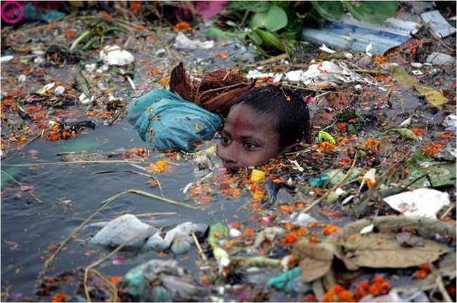 Reviving the Ganga: These Two Youngsters' From Kanpur Are Converting Flower Waste Into Valuable Items