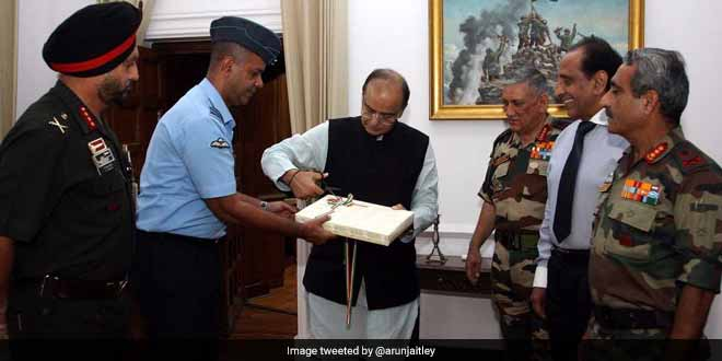 Defence Minister Arun Jaitley Releases 'Ganga Avahan', A Book On Swimming Expedition Undertaken To Campaign For Swachh Bharat Abhiyan, Clean Ganga