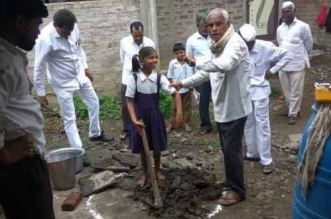 A Push For Open Defecation Free Maharashtra Osmanabad District Creates History, Digs 10,000 Toilet Pits In 18 Hours