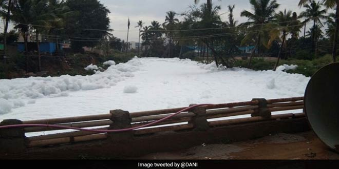 Dirty, Foul-Smelling Froth Haunts Bengaluru's Bellundur Lake Again Due To Heavy Rainfall