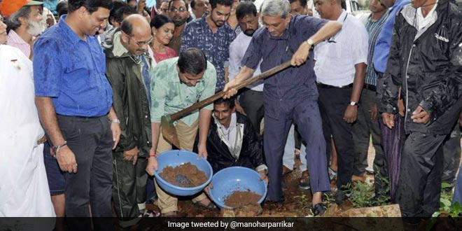 Chief Minister Manohar Parrikar Sets An Example For Goans, Goes Plastic Free And Cuts Down On His Waste Generation