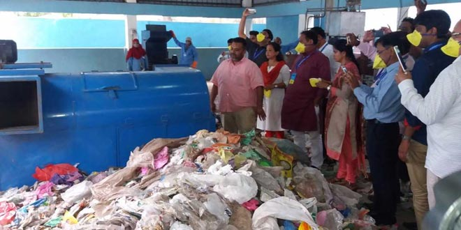 Integrating 19,000 Ragpickers For Swachh Bharat Abhiyan, This Man From Madhya Pradesh Is Transforming India's Waste Management Model