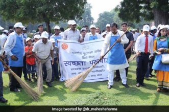 Ministry of Culture Vows To Dedicate 1 Week Every Month For Cleaning India's Monuments