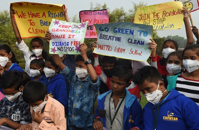 Children's Day Protests In Delhi: Armed With Masks And Black Roses, Children Appeal Prime Minister Narendra Modi For #RightToBreathe