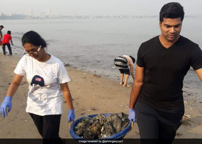 Jay Shringarpure's Dadar beach cleanup campaign now has 70 volunteers participating in it