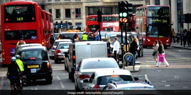 london-traffic air pollution_istock