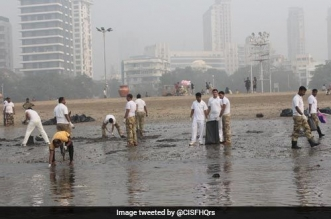 250 CISF Personnel Cleaned 1.5 KM Strech Of Mumbai's Chowpatty Beach