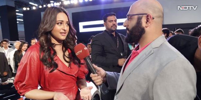 Sonakshi Sinha Advocates Usage Of Electric Cars At Auto Expo 2018