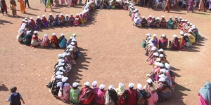 PadMan Effect: 1200 Women In Chhattisgarh's Raigarh Form A Sanitary Pad Shaped Human Chain And Pledge To Safe Menstrual Hygiene Practices
