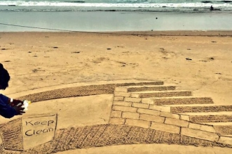 Exploring Multiple Dimensions: Sudarsan Pattnaik Lights Up Puri Beach With Mesmerizing Swachh Bharat Sand Artwork In 3D