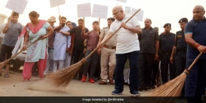 Haryana Chief Minister Manhohar Lal Khattar Picks Up A Broom Urging Villagers To Make Cleanliness An Integral Part Of Their Lives