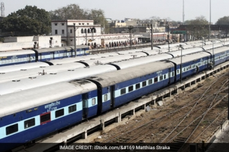 Indian Railways Takes Another Step Towards Swachh Rail-Swachh Bharat, Will Provide Disposable Eco-friendly Towels, Pillow-Covers In Rajdhani Express