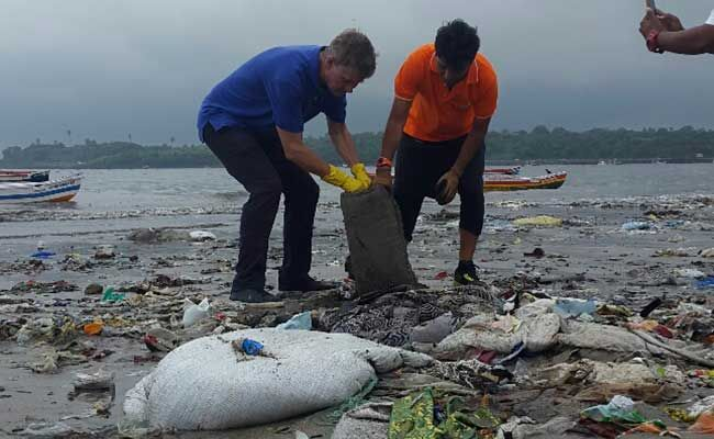 Versova Beach Clean Up banega swachh india
