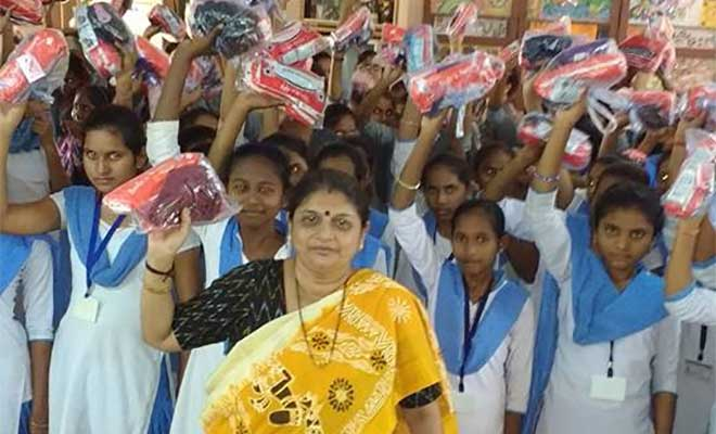 banega swachh india - surat couple distributing hygiene kits