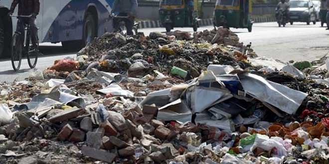 Banega Swachh India-East Delhi Sanitation Workers' Strike Continues, North Delhi Faction Joins In