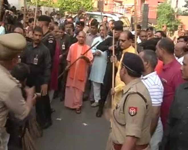 Banega Swachh India - A busy road in Balu Adda colony in central Lucknow was Yogi Adityanath and his group's first stop