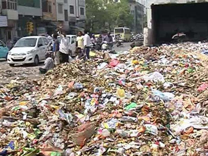 Delhi produces an estimated 9,000 tonnes of garbage every day
