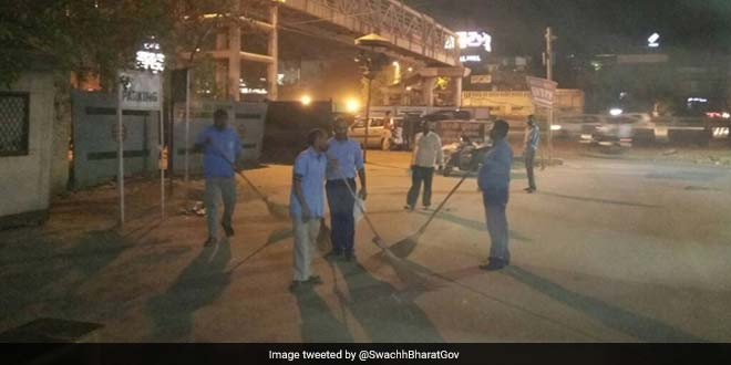 To Make South Delhi Markets Garbage-Free, South Delhi Municipal Corporation Starts Night Sweeping