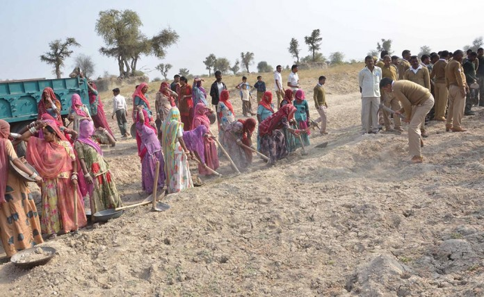 essays on water crisis in india
