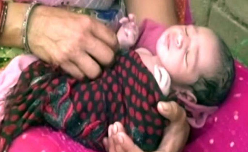 On August 23, in Uttar Pradesh's Banda district, Kalli and Vijay had to deliver their girl on a boat enroute to a local hospital from their flooded village.
