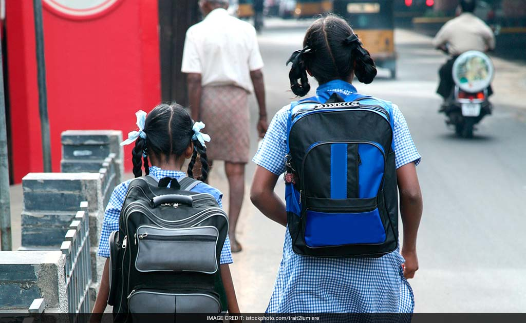 Pics Heavy School Bags Leading To Hunchbacks In Children