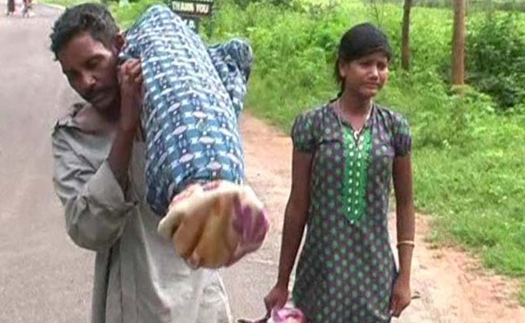 Dana Majhi had to walk 10 kilometres with his wife's body on his shoulder.