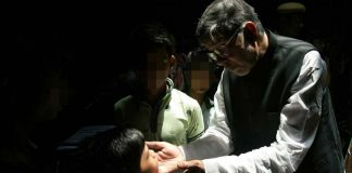 Kailash Satyarthi Rescues 9 Bonded Children From Old Delhi