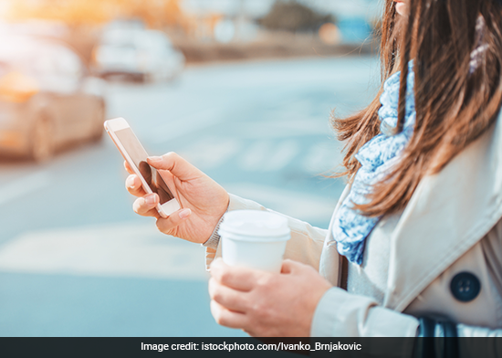 When In Kolkata, Avoid Talking On Phone While Crossing The Road If You Don't Want Your Phone To Be Confiscated