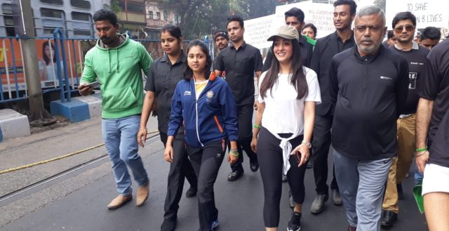 Actor Raima Sen Takes Part In #MoreToGive Walkathon In Kolkata