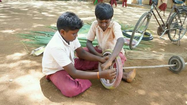 These Little Swachh Warriors Built A Vehicle From Waste Materials To Help Their School Sweeper