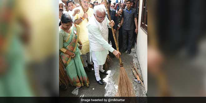 Haryana Chief Minister Manohar Lal Khattar Participates In Safai Abhiyan, Picks Up A Broom To Celebrate World Environment Day