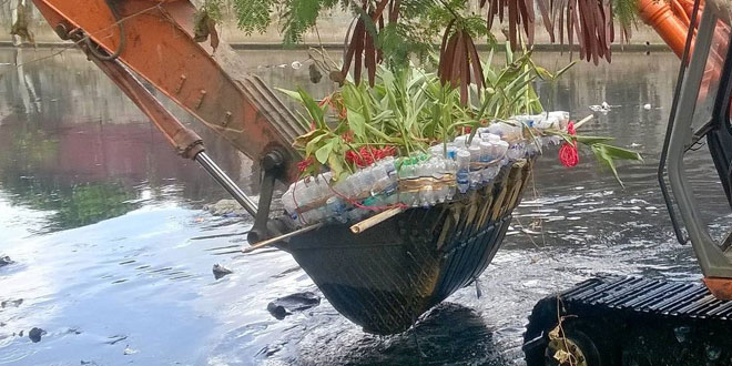Mumbai's River Marchers Address Dual Problems Of Plastic Waste And Poisar River Pollution With This Simple Technique