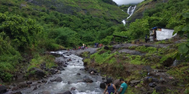 Mumbaikars Save This Dying Waterfall In Maharashtra, Removes 2.5 Tonnes Of Alcohol Bottles