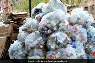 #PlasticBan: Why Have You Not Enforced It Strictly, National Green Tribunal Questions Delhi Government On Overuse Of Plastic Bags istock_660