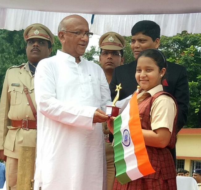 On-Indias-70th-Independence-Day-Jharkhands-Little-Swachh-Warrior-Pledges-To-Make-India-Free-From-Open-Defecation-And-Waste