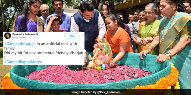 CM Devendra Fadnavis Immersed Ganpati Idol In An Artificial Tank, Appeals Citizens For An Eco-Friendly #GanpatiVisarjan
