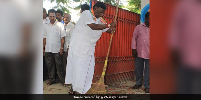 After Puducherry Lieutenant Governor Kiran Bedi, Chief Minister V Narayanasamy Sets A Swachhta Example By Cleaning School Premises