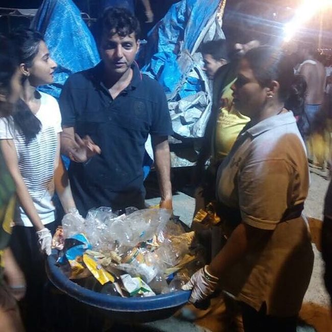 Afroz Shah Along With 900 People Removed 80,000 Kilos Of Waste And 7400 Ganesh Idols Post Ganpati Visarjan From Versova, Randeep Hooda Joins In