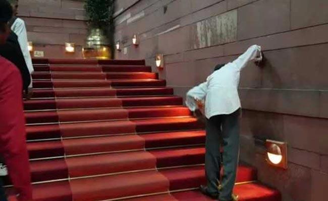raisina-hills-red-carpet-cleaning_NDTV