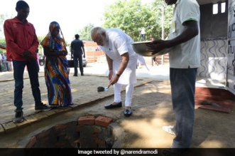 Prime Minister Narendra Modi Leads The Swachhata Hi Seva Campaign, Performs 'Shramdaan' For Toilet Construction In Varanasi