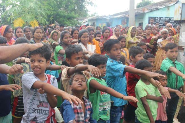 children_taking_swachh_pledge_odisha-ndtv1