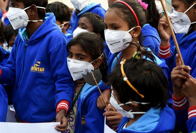 Children's Day Protests In Delhi: Armed With Masks And Black Roses, Children Appeal Prime Minister Narendra Modi For #RightToBreathe